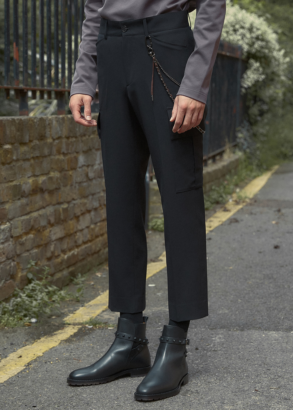 Straight-leg Cargo Trousers - Black